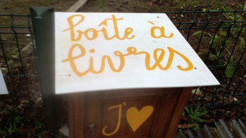 Une boite à livres au Jardin du Saule